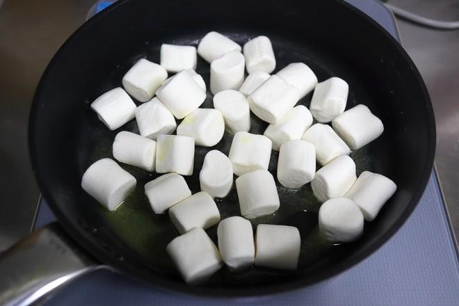 果仁草莓干牛轧糖的家常做法