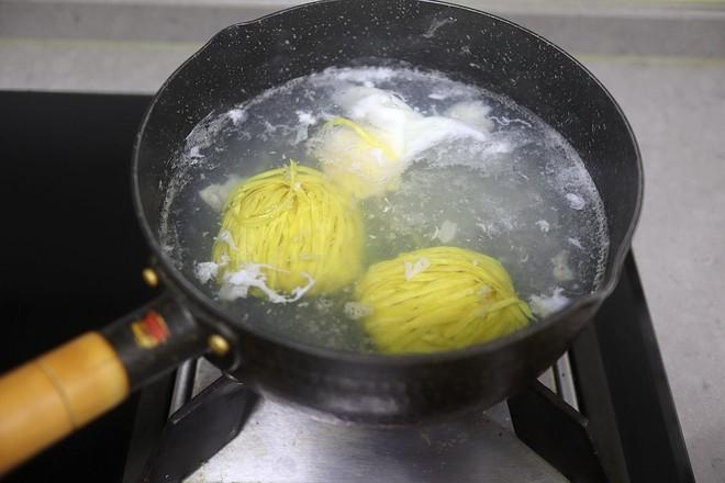 鸡蛋青菜汤面的简单做法