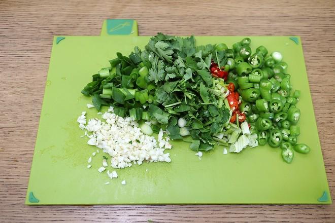 凉拌酸辣蕨粉的简单做法