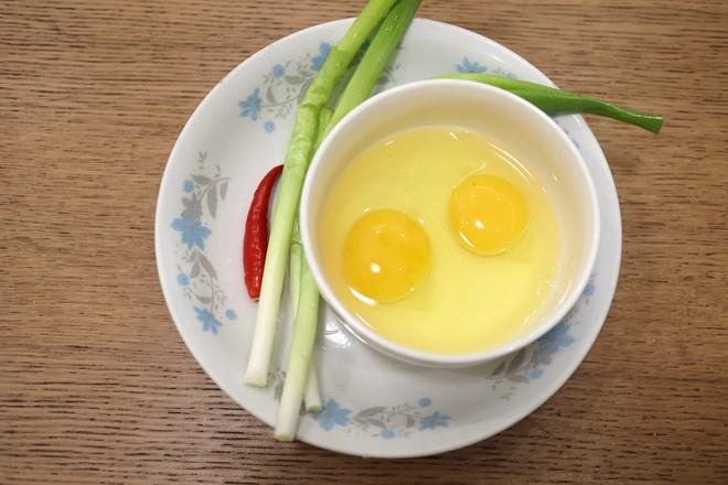 鸡蛋酱油面怎么煸