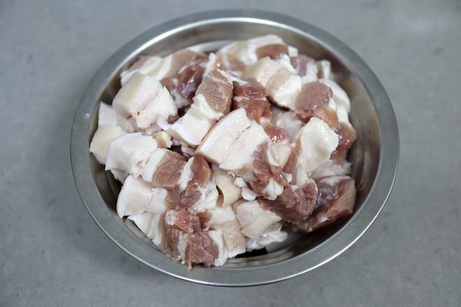 五花肉炖春笋的简单做法