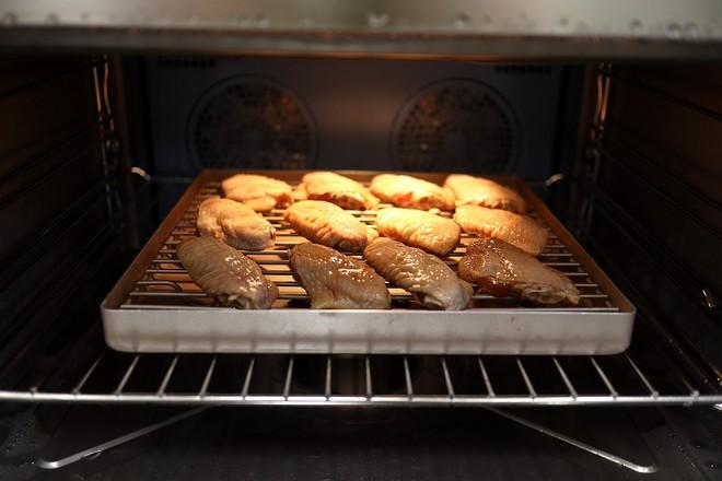 经典的蜜汁烤翅怎么吃