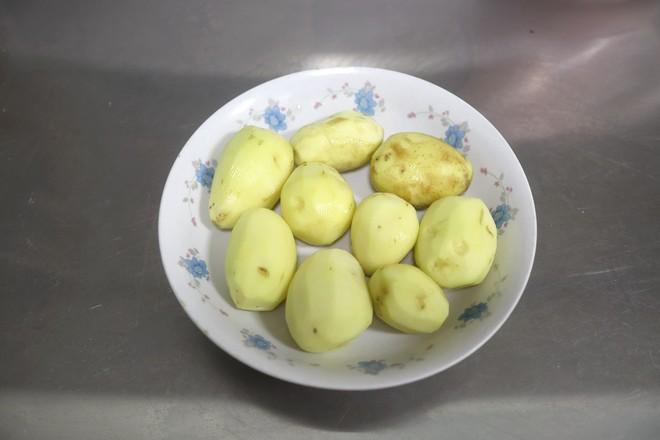 五花肉炖小土豆的步骤