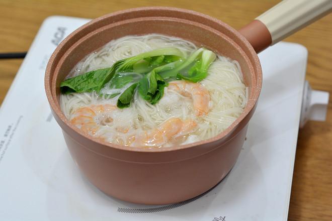 快手美味早餐之秋葵厚蛋烧&大虾青菜面的步骤