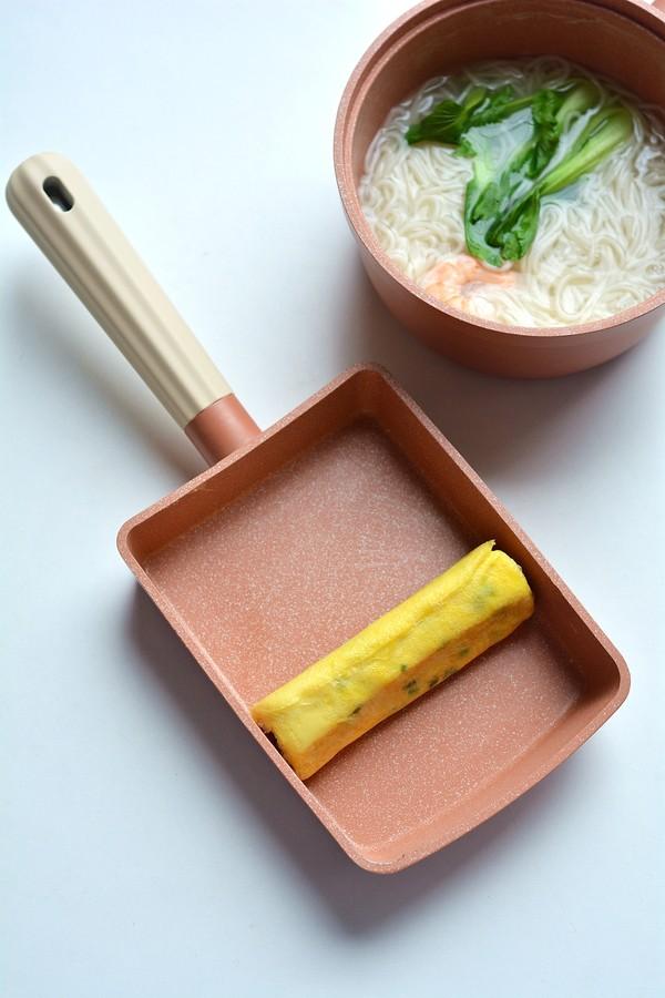 快手美味早餐之秋葵厚蛋烧&大虾青菜面成品图