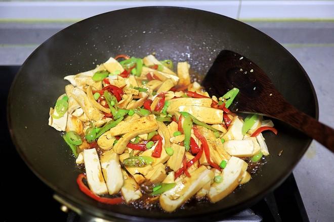 清脂能量素菜之双椒炒香干的步骤