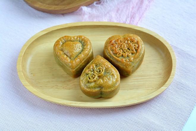 绿豆沙奶黄月饼成品图