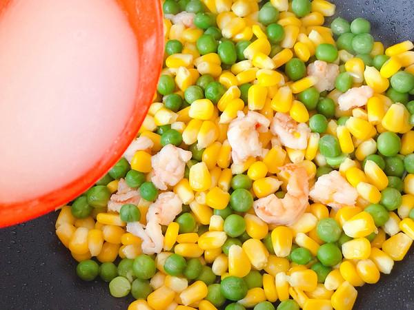 玉米豌豆炒虾仁怎么炒