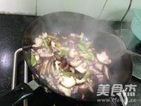 香菇炒肉片怎么炒