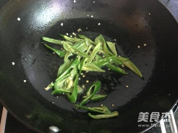 青椒炒鸡肉怎么炒