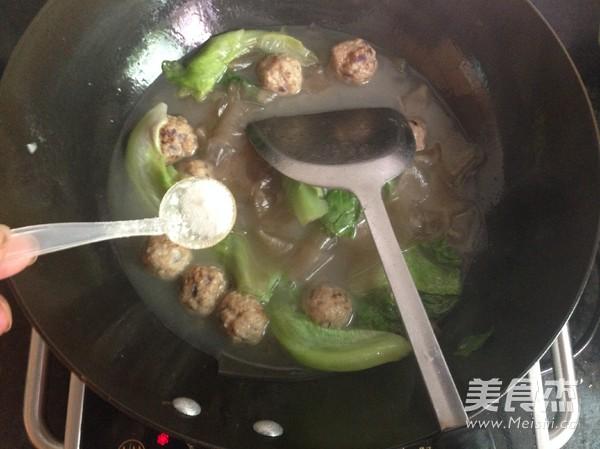 肉丸粉片生菜汤的简单做法