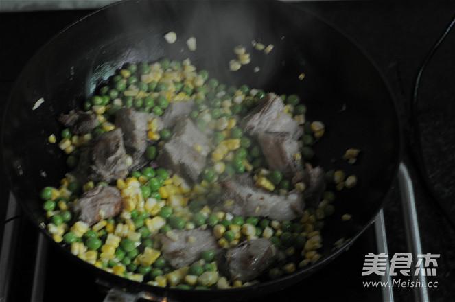 青豆玉米排骨饭的家常做法