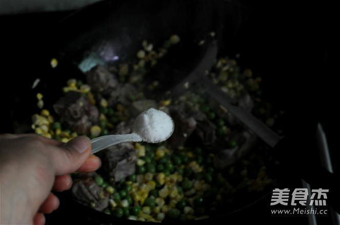 青豆玉米排骨饭的简单做法