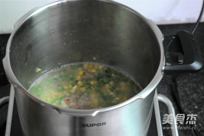 青豆玉米排骨饭怎么做