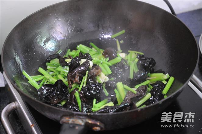 芹菜炒肉片怎么炒