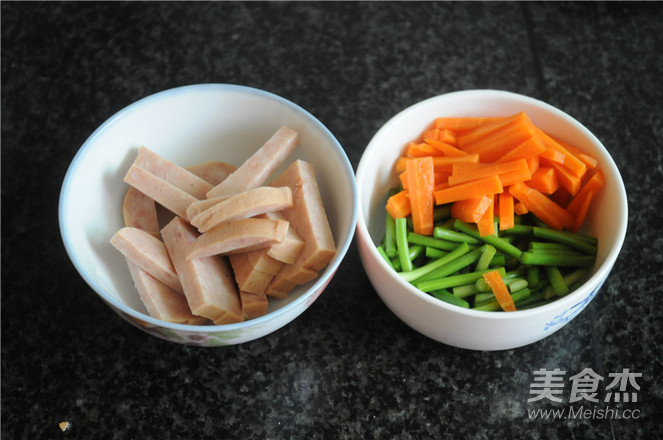 蒜苔胡萝卜炒午餐肉的做法大全