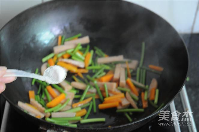 蒜苔胡萝卜炒午餐肉怎么吃