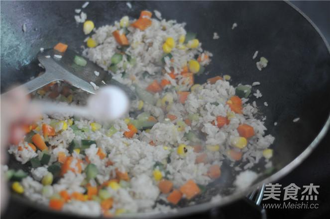五彩咖喱炒饭怎么炒