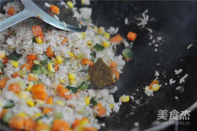 五彩咖喱炒饭怎么煮