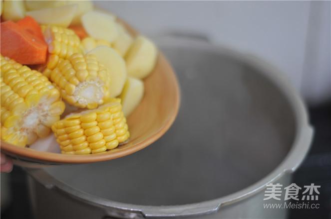 玉米山药炖排骨的步骤