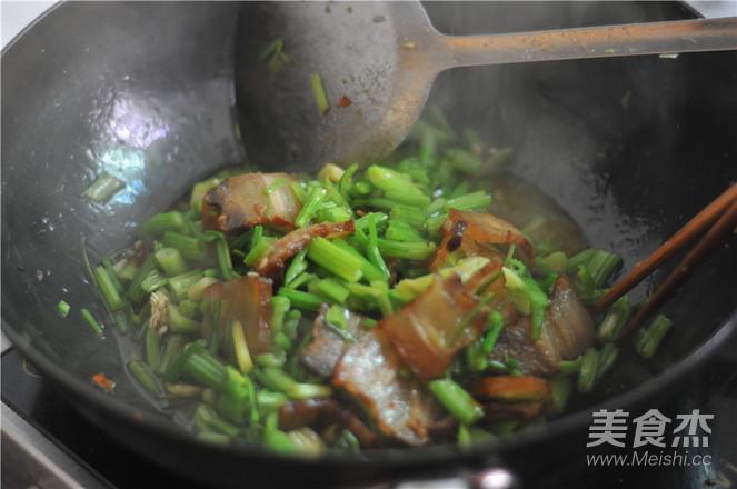 芹菜炒腊肉的简单做法