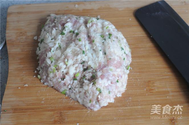 荸荠瘦肉鸡蛋饺子怎么炒