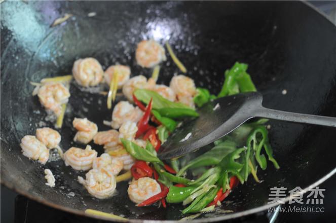 青红椒炒虾仁的简单做法