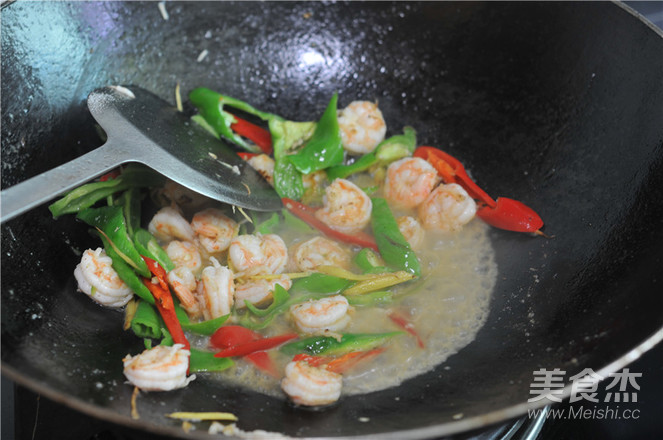 青红椒炒虾仁怎么吃