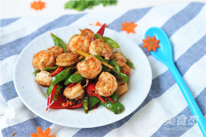 青红椒炒虾仁的步骤