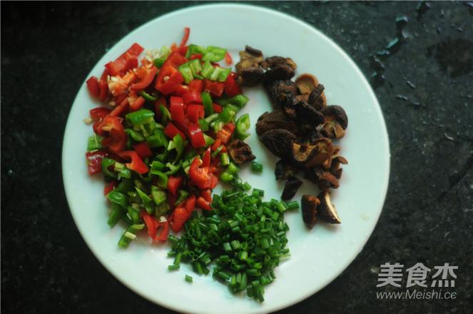 青红椒鸡腿饭怎么吃