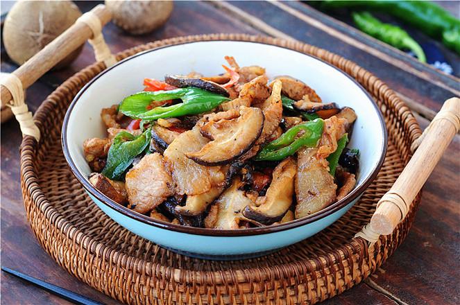 双椒花菇炒肉片成品图