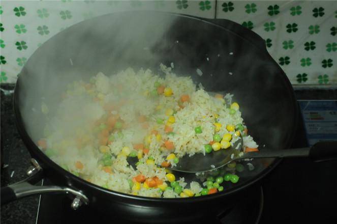 五彩咖喱炒饭怎么做