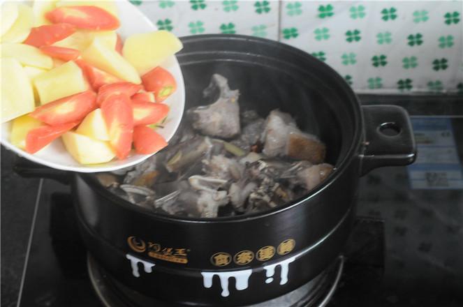 土豆羊排煲怎么炖