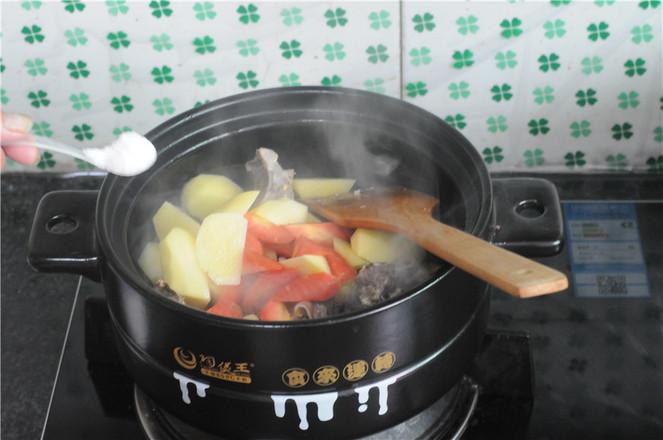 土豆羊排煲怎么煸