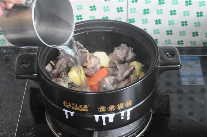 土豆羊排煲怎样煸