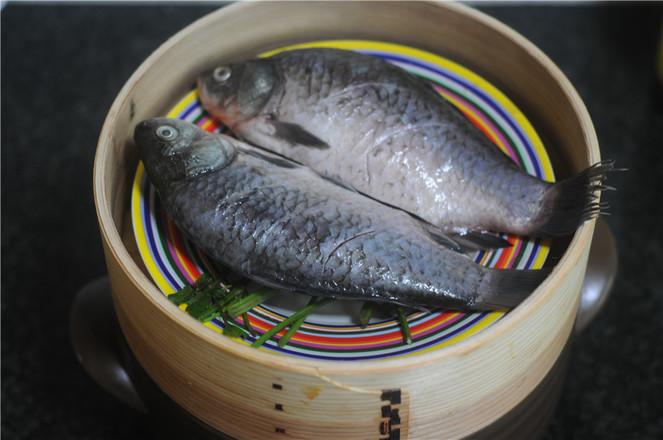 紫苏鲫鱼蒸怎么吃