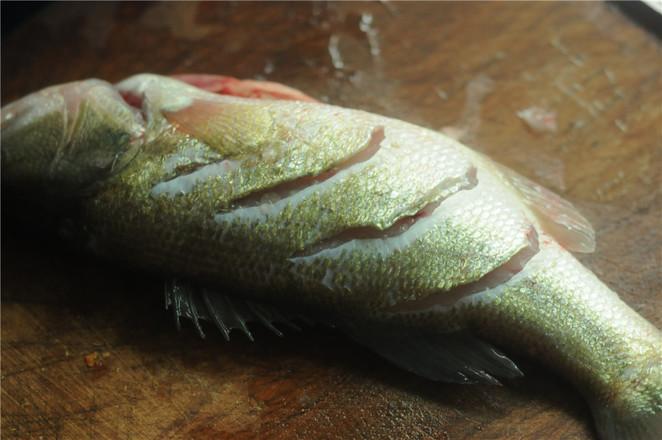 葱香鲈鱼的做法图解