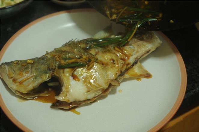 葱香鲈鱼怎么煸