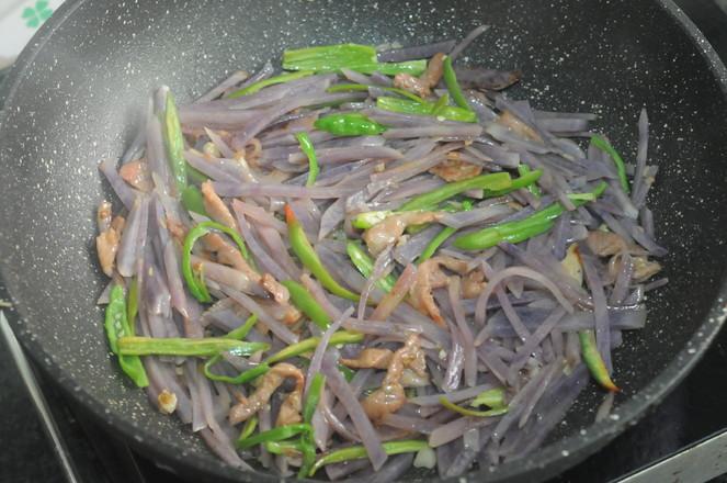 紫土豆炒肉丝怎样煸