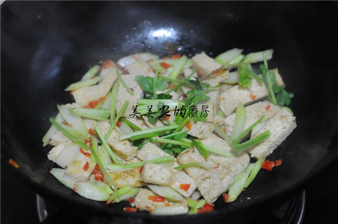 白菜苔炒冻豆腐怎么煸