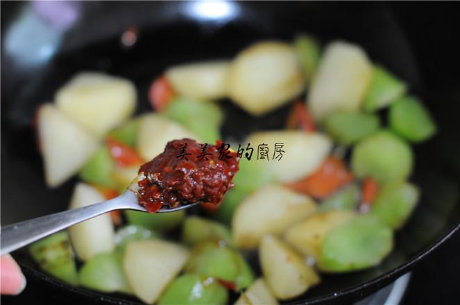 土豆焖莴笋怎么做