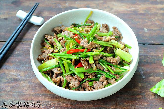 芹菜炒牛肉成品图