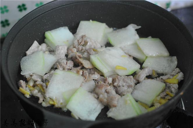 土豆帽烧五花肉怎样煸