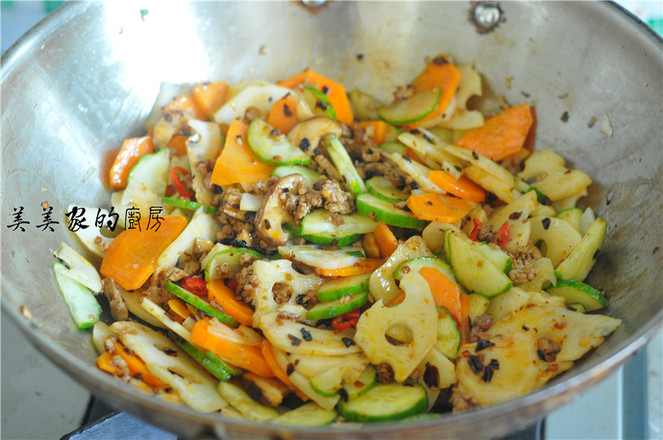 肉末蔬菜干锅怎样煸