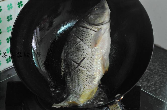 紫苏烧鲤鱼怎么做