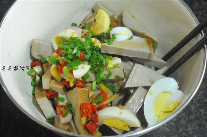 鸡蛋拌卤水豆腐怎么煮