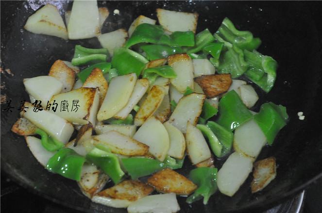 青椒土豆片炒腊肉怎么炒