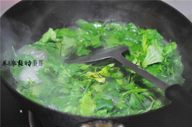芹菜叶酸汤面的做法图解
