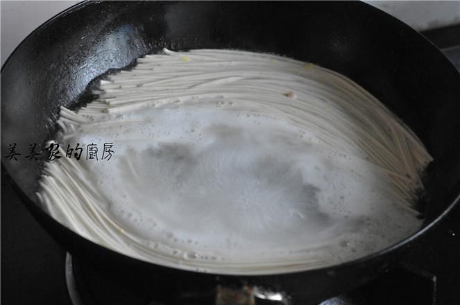 豆腐鸡蛋汤面怎么煸