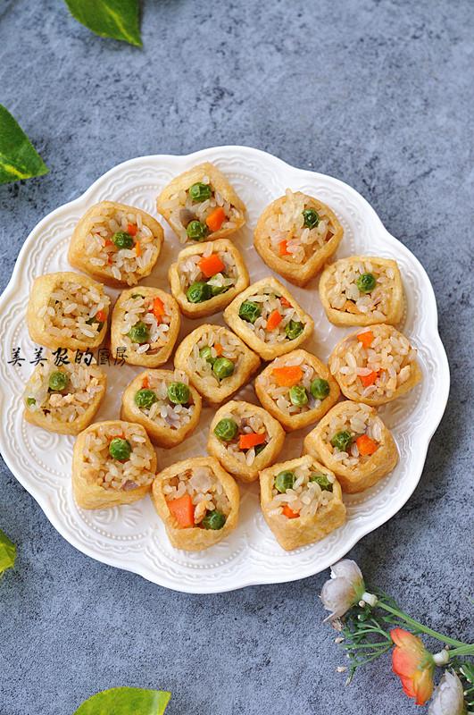 七彩糯米饭蒸塞油豆腐成品图